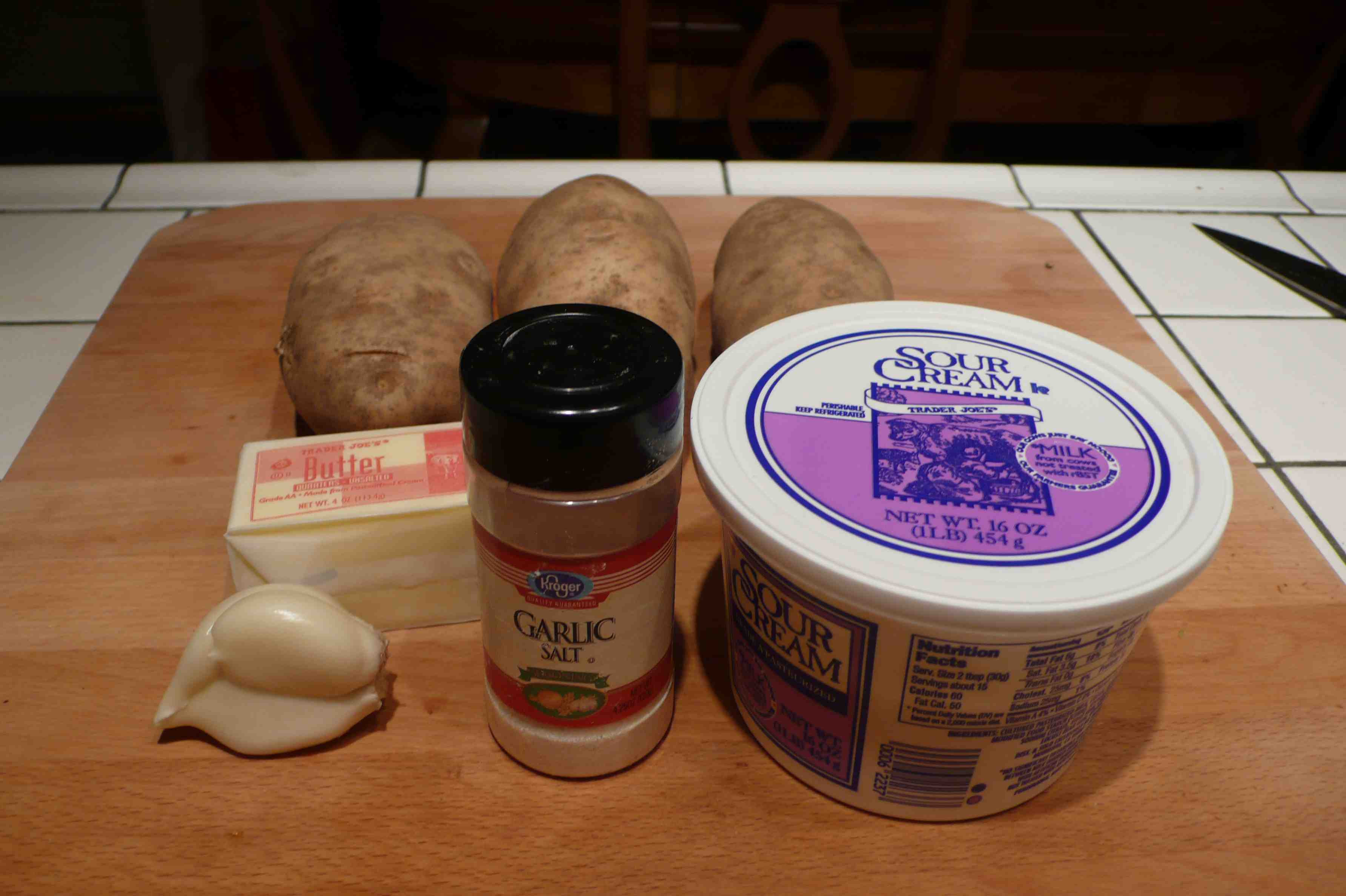 ingredients for mom's garlic roasted mashed potatoes