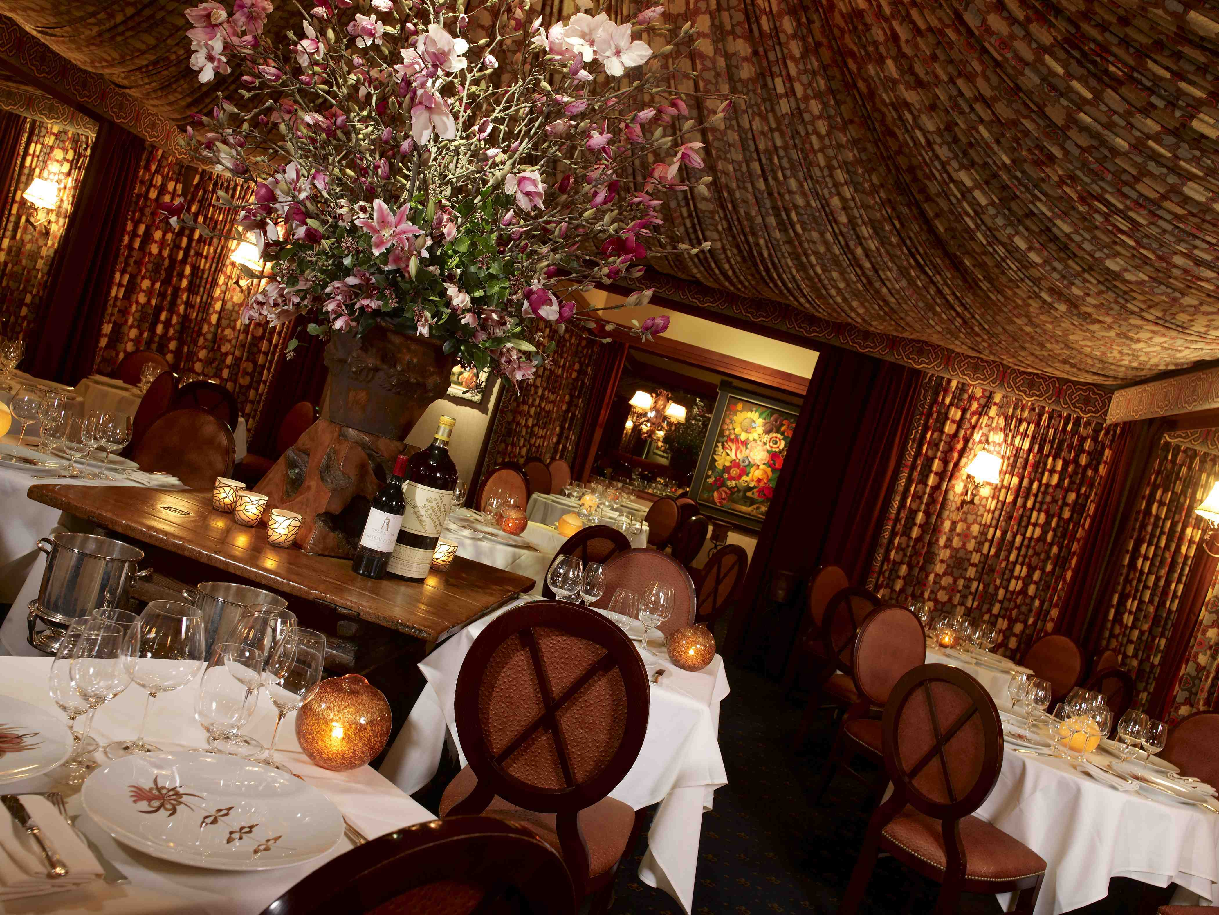 Romantic ambiance inside Fleur de Lys