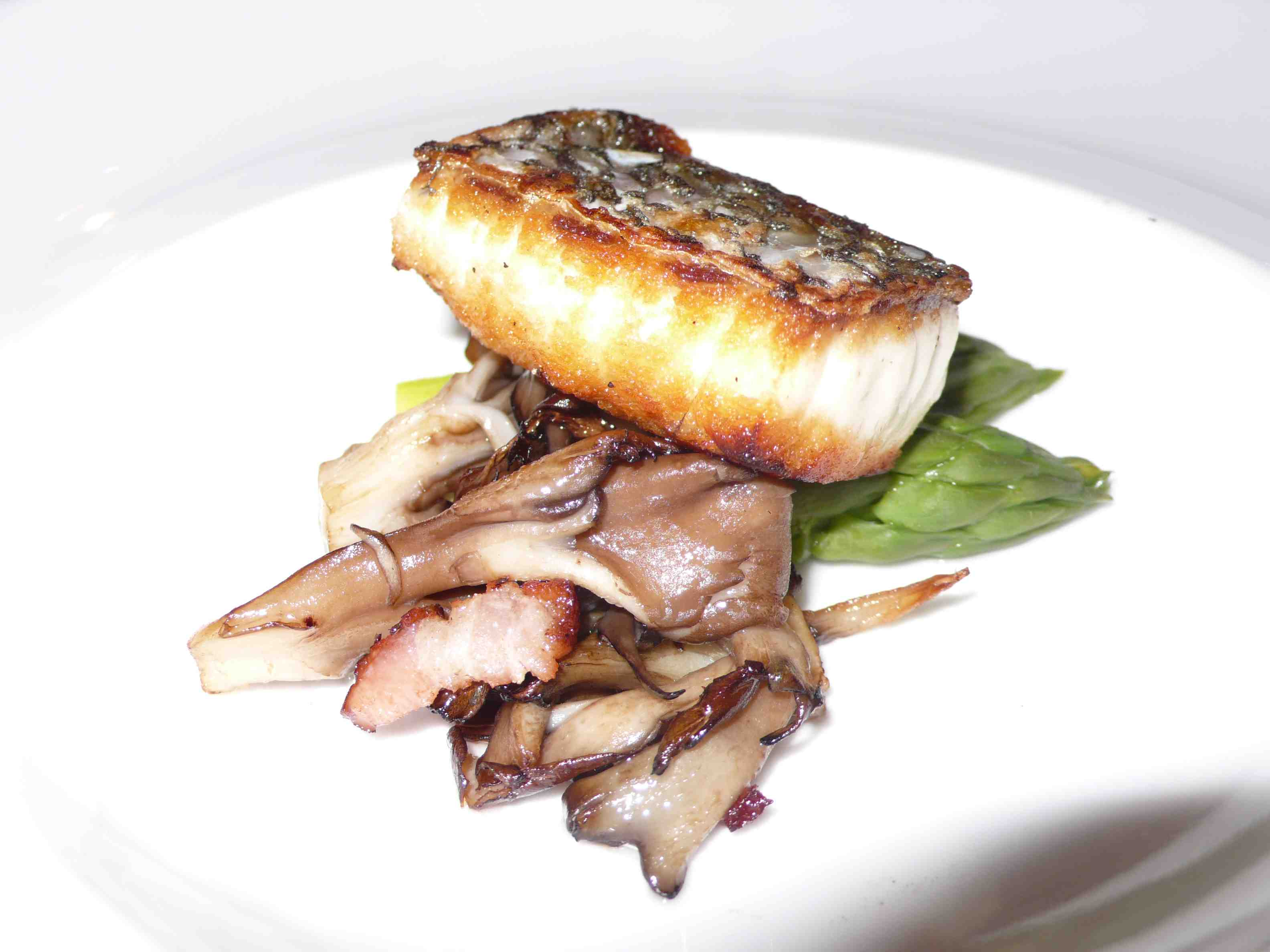 Bass with mushrooms and asparagus