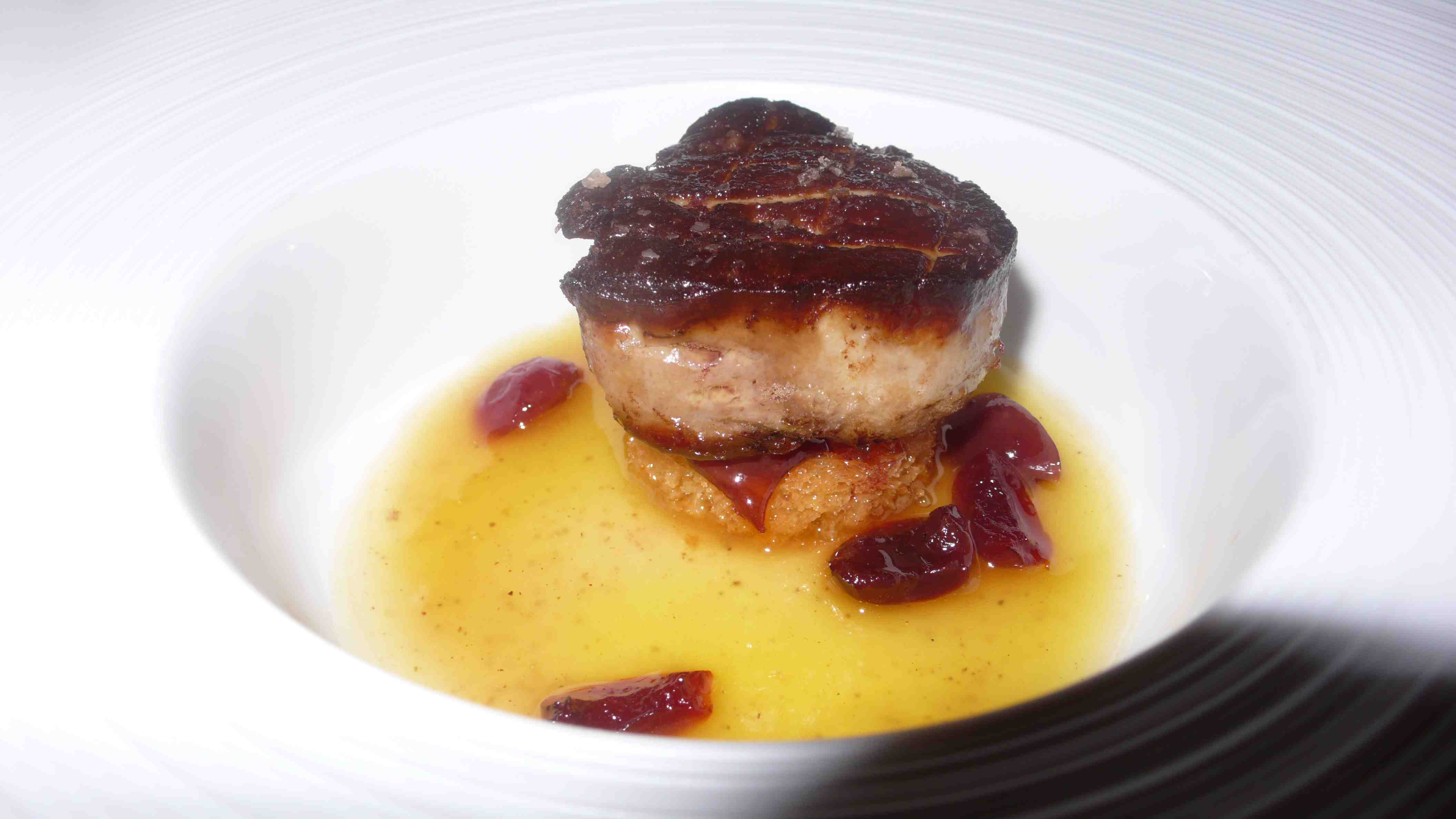 Hot Foie gras with spicy cherry compote