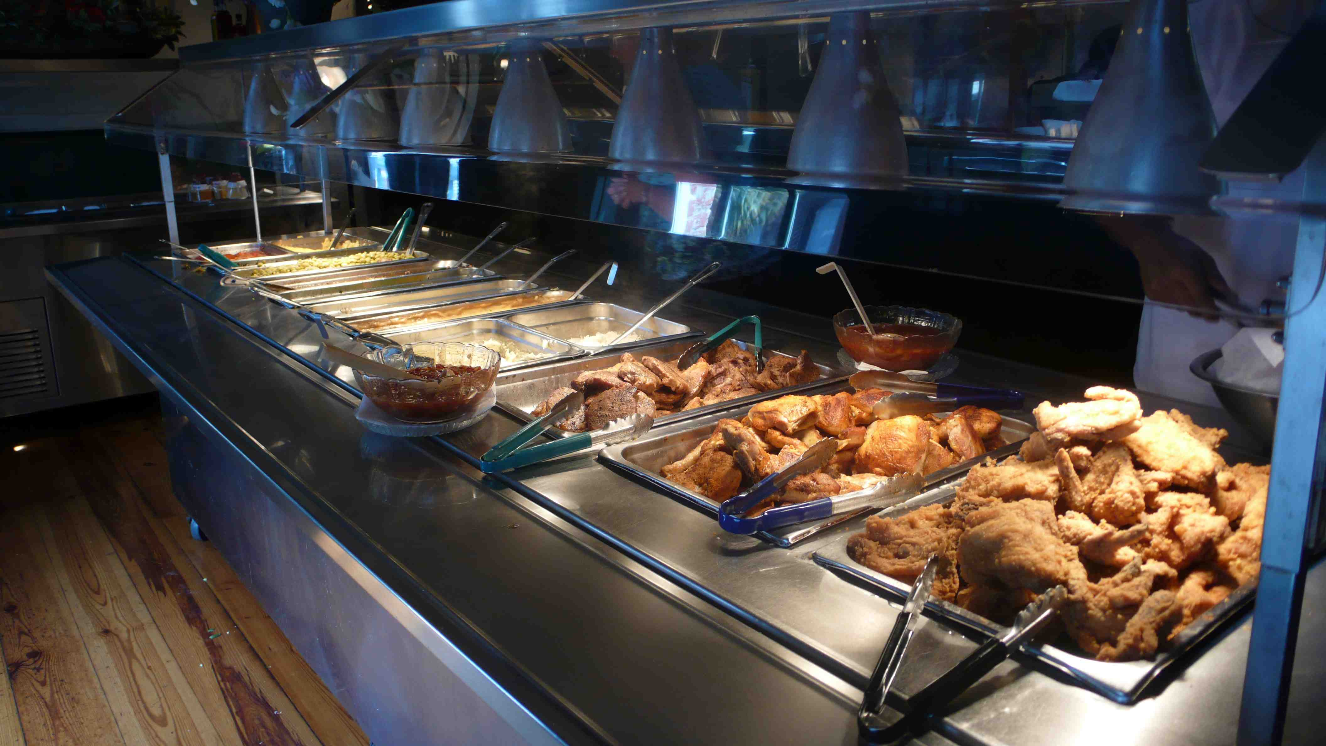 the divine dish lunch at paula deen s the lady and sons in savannah rh thedivinedish com paula deen buffet tunica ms paula deen buffet prices