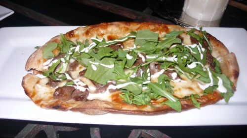 Steak and arugula pizza