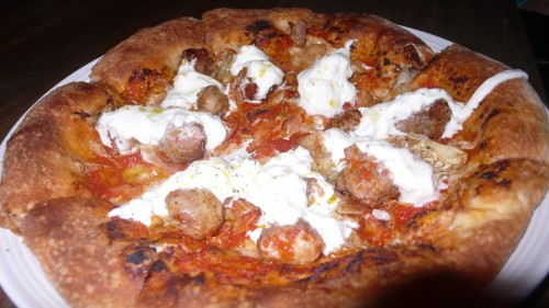 spicy sausauge pizza